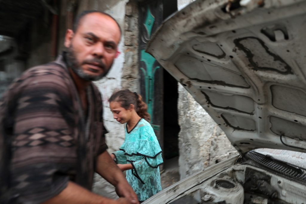 Девочка плачет на месте гибели палестинцев после очередного ракетного удара Израиля по сектору Газа. 10 мая, 2021. REUTERS/Mohammed Salem Что происходит в израильско-палестинском конфликте