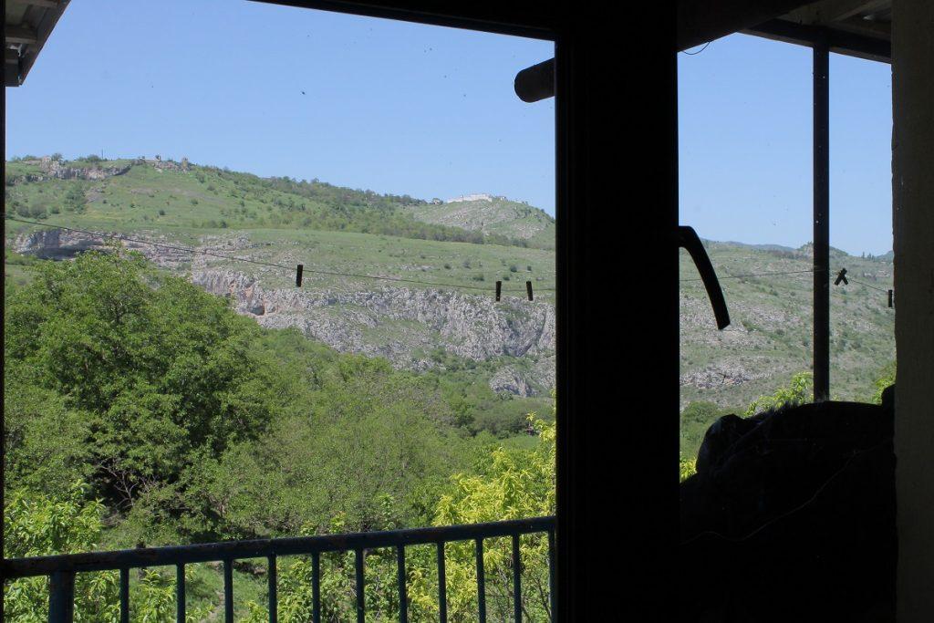 поехать в Нагорный Карабах