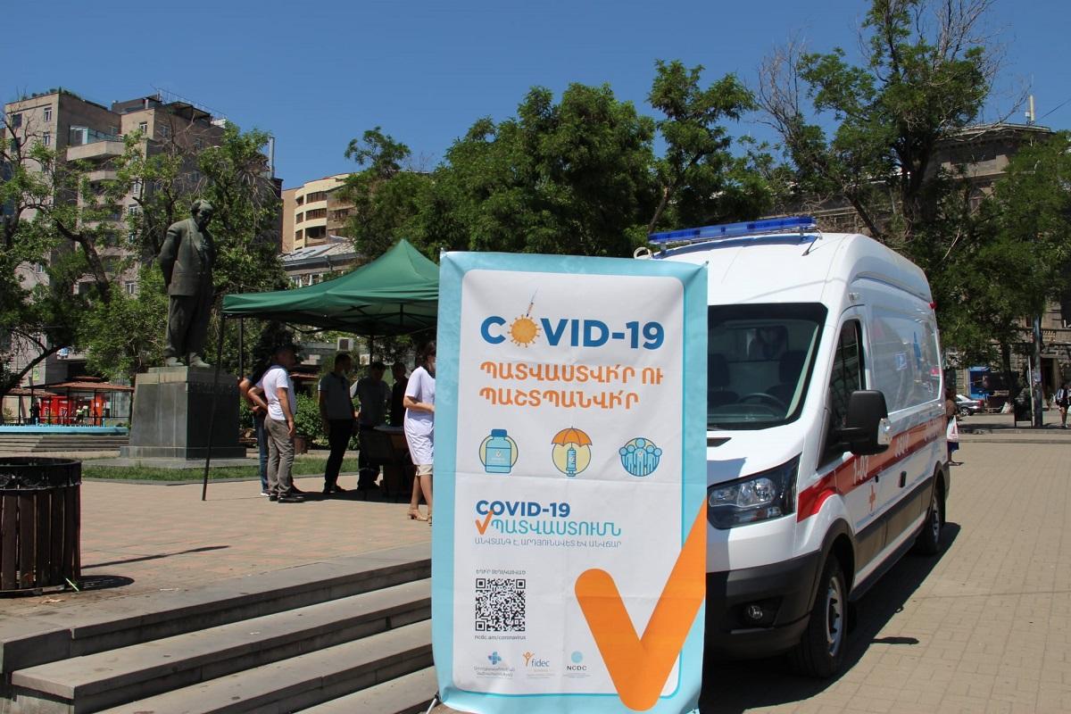 вакцинация от коронавируса на улице