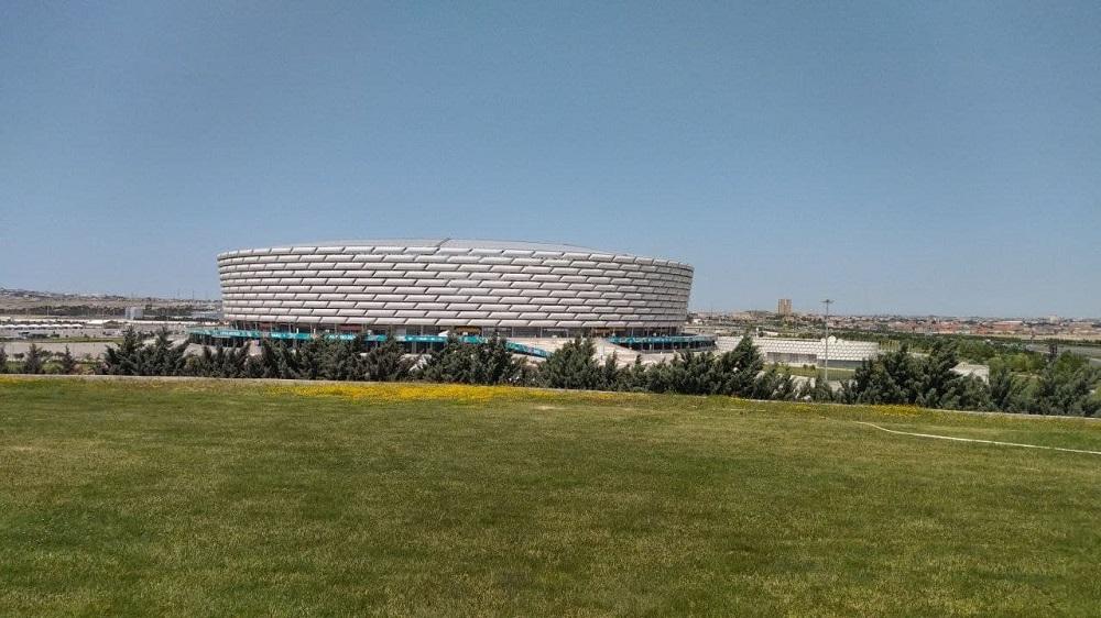 Баку на несколько дней заболел футболом