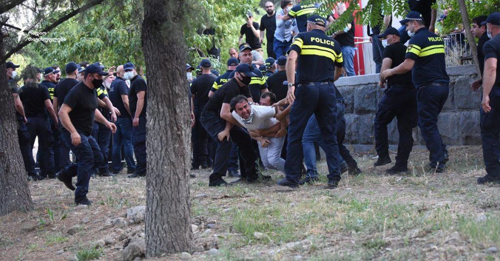 Pride-ը Թբիլիսիում․ բախումներ ոստիկանության հետ և կալանավորում