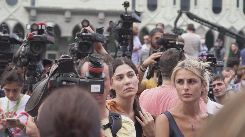 """""""Насилие 5 июля было спровоцировано властями и они отвечают за смерть забитого радикалами журналиста"""" - в Тбилиси требуют отставки премьера. Фото JAMnews/Давид Пипия"""