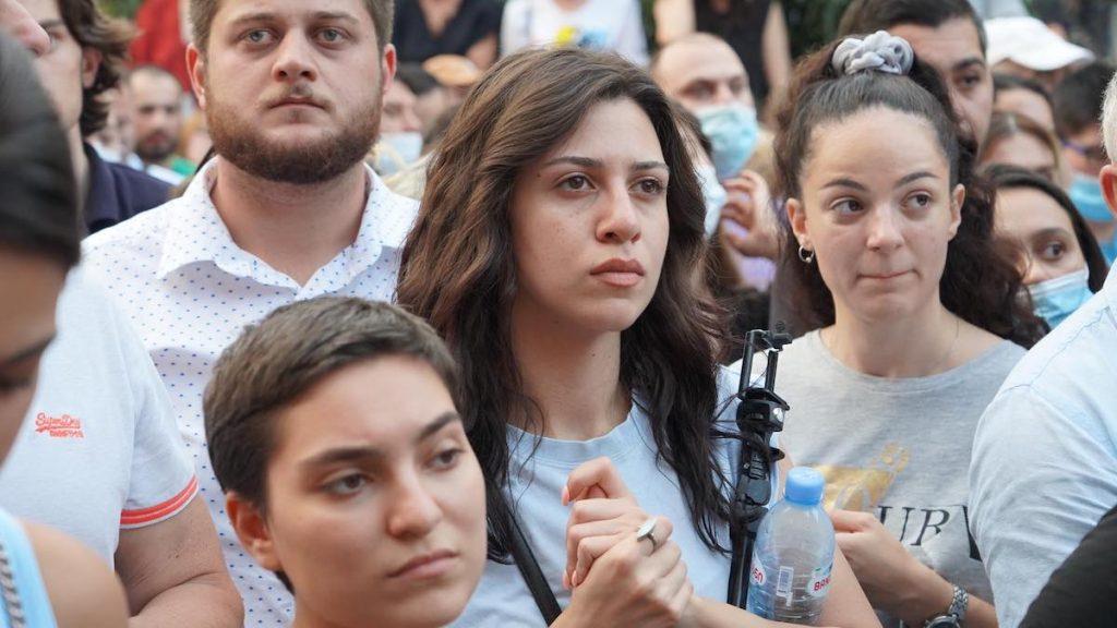 В Тбилиси требуют отставки премьера. В Тбилиси требуют отставки премьера. Фото JAMnews/Давид Пипия