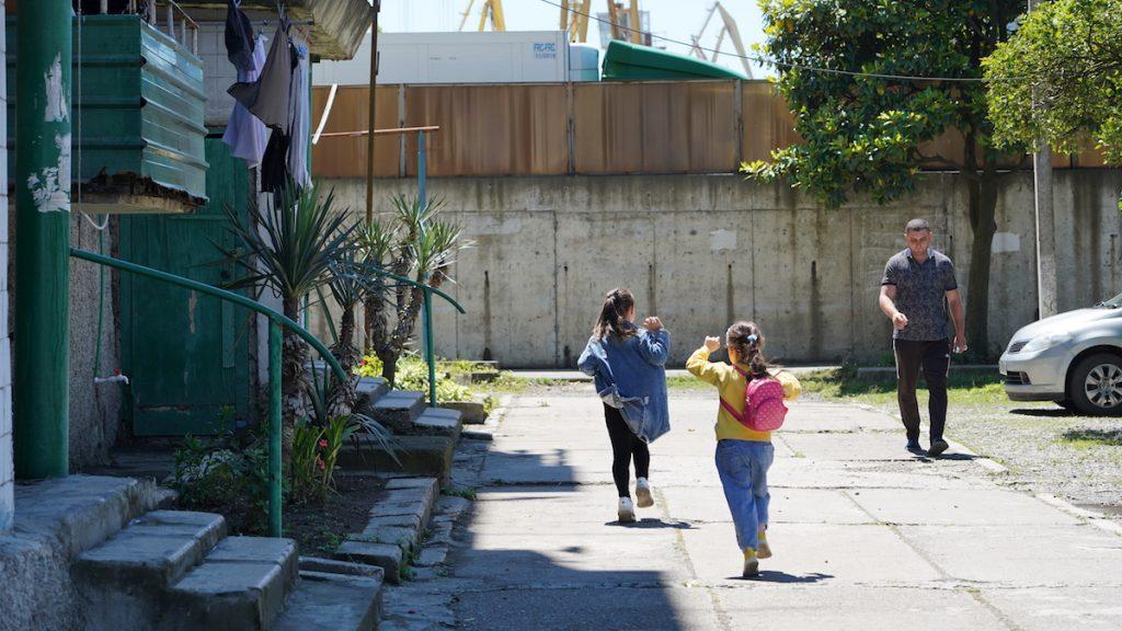 Բնակելի թաղամաս նավահանգստի հարևանությամբ։ Փոթի, Վրաստան։ Լուսանկարը՝ Դավիթ Պիպիայի, JAMnews