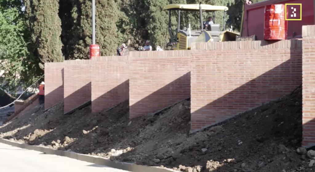 """Вокруг монастыря Бодбе в Грузии строят большой бетонный забор. """"Церковь захватывает земли в Грузии и сеет ненависть"""", заявление сельчан"""