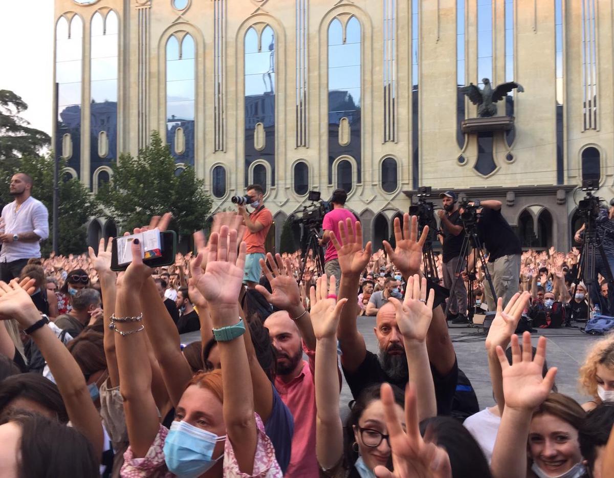 Թբիլիսիում պահանջում են վարչապետի հրաժարականը