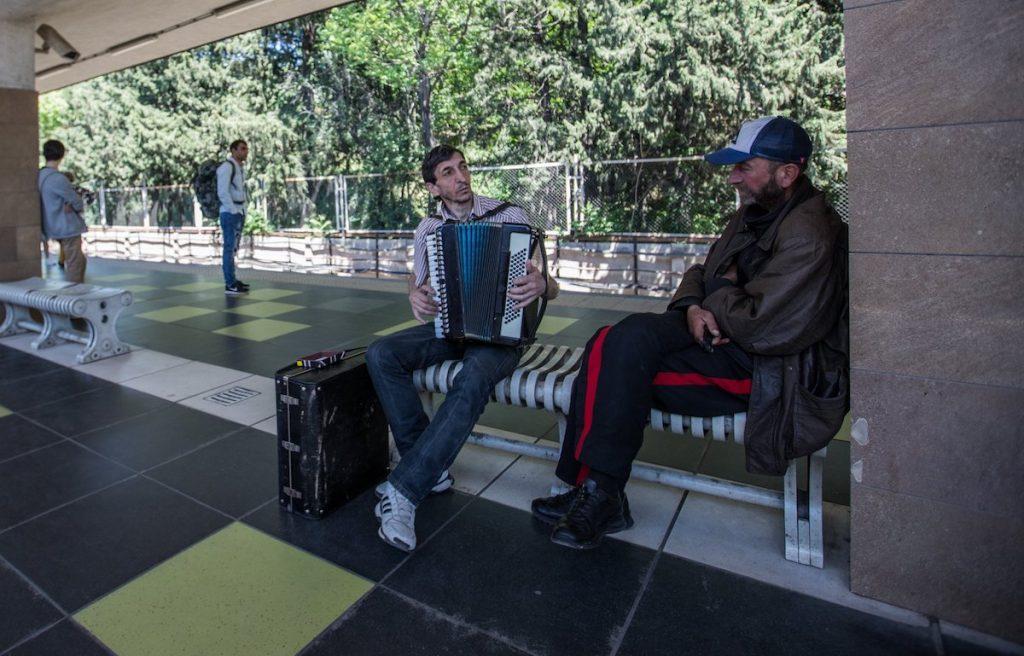 Большинство в Грузии хочет присоединения к ЕС и НАТО. Фото JAMnews
