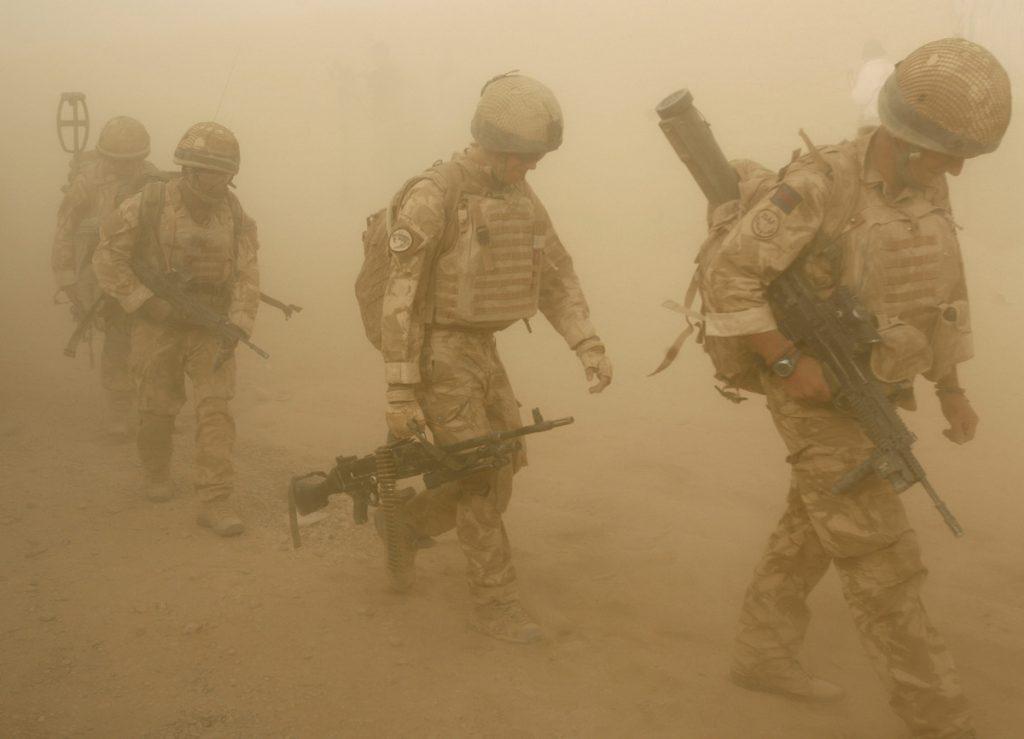 Թե ինչպես Թալիբանը գրավեց Աֆղանստանը Բրիտանացի զինվորների վաշտերը մեկնում են Աֆղանստանի Գիլմենդ շրջանի Մալգիր բնակավայր՝ գործողության։ 2009 թ-ի հուլիսի 27։ REUTERS / Omar Sobhani
