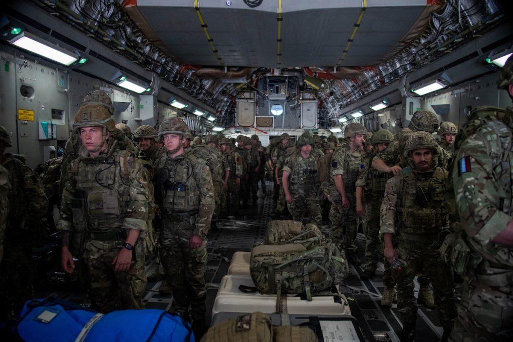 Թե ինչպես Թալիբանը գրավեց Աֆղանստանը Բրիտանական զորքերը Քաբուլ են ժամանում՝ Բրիտանիայի քաղաքացիների և արևմտյան դեսպանատների տարհանմանն օգնելու համար այն բանից հետո, երբ «Թալիբանն» իր վերահսկողության տակ է առել Քաբուլի նախագահական պալատը։ 2021 թ-ի օգոստոսի 15։ Reuters / RAF / Մեծ Բրիտանիայի պաշտպանության նախարարություն