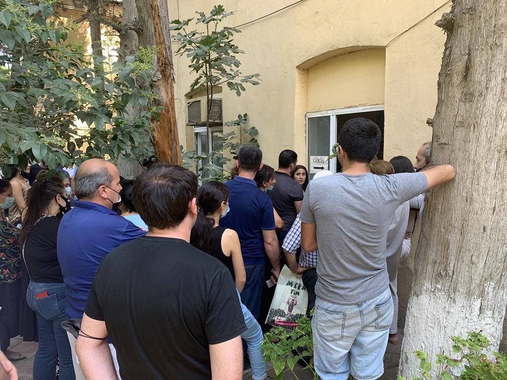 Azerbaijanis rush to get vaccinated