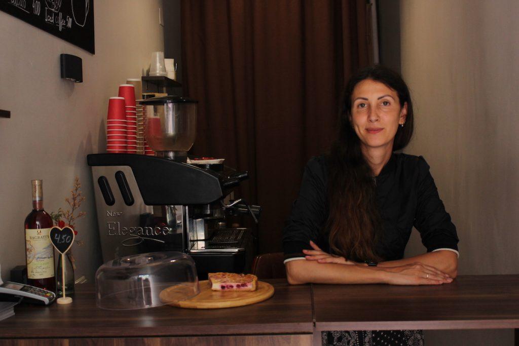"""მარინა - კაფეტერია """"ყავა გინდა?"""" მასპინძელი. ყავის გარდა, მას """"ჯანსაღი"""" ტორტების გამოცხობა უყვარს"""