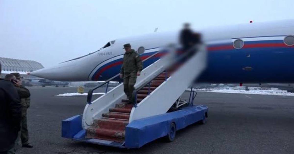 самолет с двумя армянскими пленными