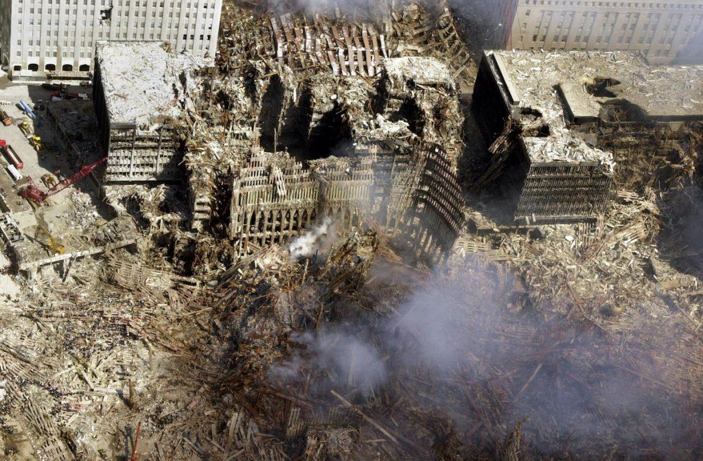 Обломки Всемирного торгового центра. Фото снято 15 сентября, 2001. REUTERS/NY Office of Emergency Management