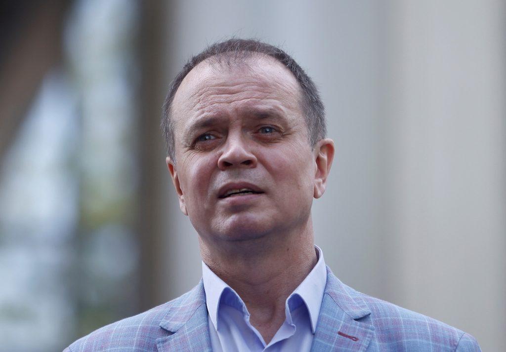Ռուս փաստաբան Իվան Պավլովը Ռուսաստանից Վրաստան է տեղափոխվել Փաստաբան Իվան Պավլովը դատական նիստից հետո, որի ժամանակ Կոռուպցիայի դեմ պայքարի հիմնադրամն էքստրեմիստական կազմակերպություն է հայտարարվել։ Մոսկվա, 2021 թ-ի մայիսի 17։ REUTERS/Maxim Shemetov